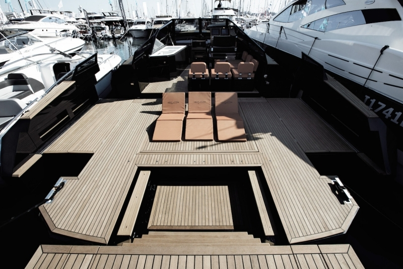 evo-yachts-evo-43-photos-luxury-boats-beach-area