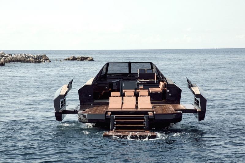 evo-yachts-evo-43-photos-luxury-boats-beach-area