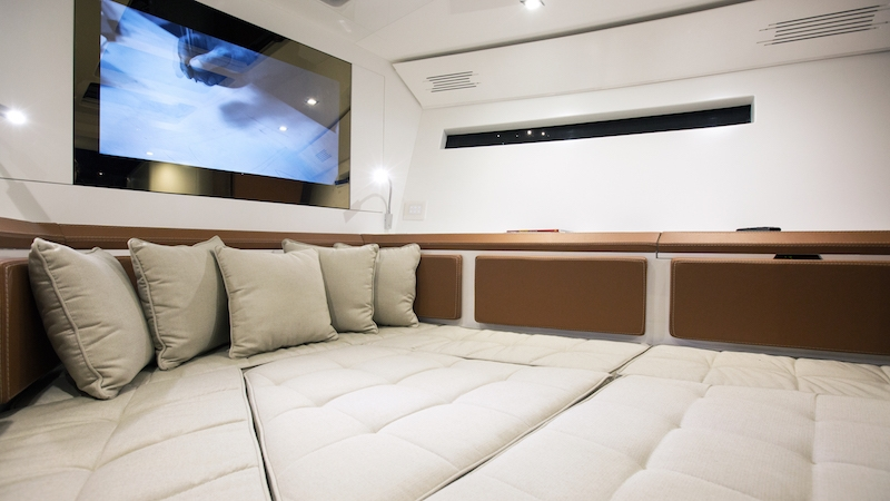 evo-yachts-evo-43-photos-luxury-boats-details-interiors