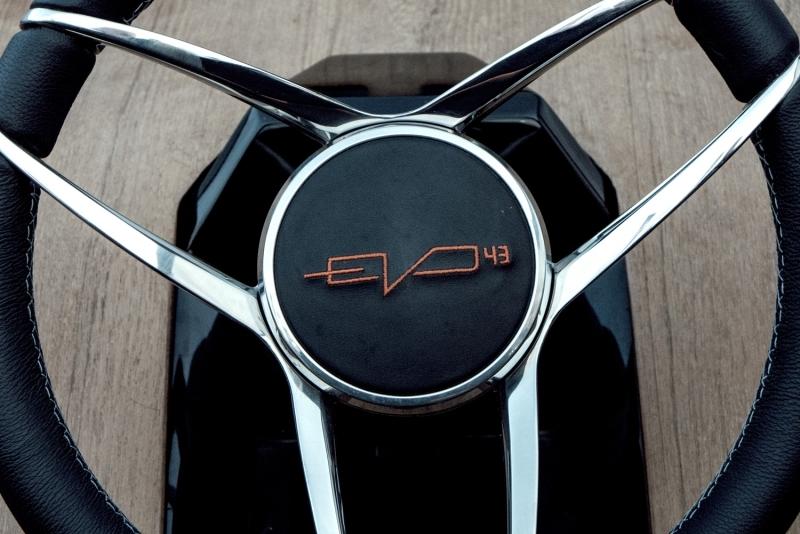 evo-yachts-evo-43-photos-luxury-boats-details