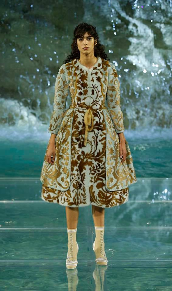 Fendi The Legends and Fairy Tales fashion show at the Trevi Fountain in Rome-2016-03
