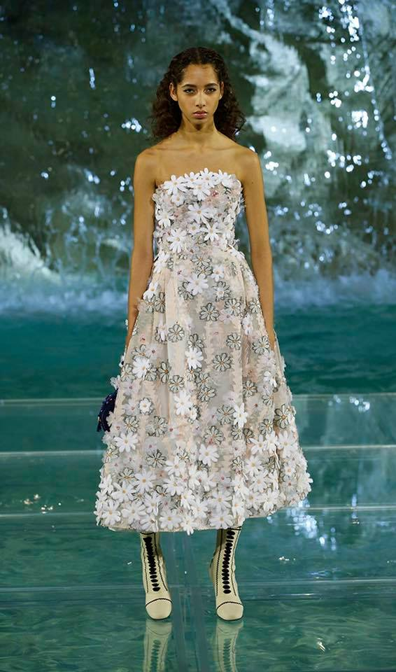 Fendi The Legends and Fairy Tales fashion show at the Trevi Fountain in Rome-2016-05