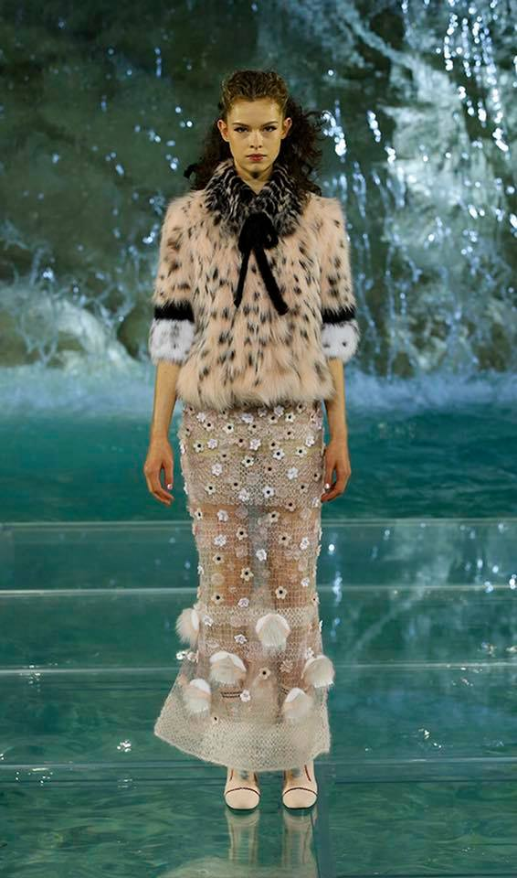 Fendi The Legends and Fairy Tales fashion show at the Trevi Fountain in Rome-2016-06