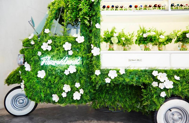 Fendi's Ape Piaggio transformed into a flower pop-up store - 2016