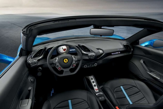 488 Spider: Ferrari has gone for a retractable hard top for the 488GTB coupé model