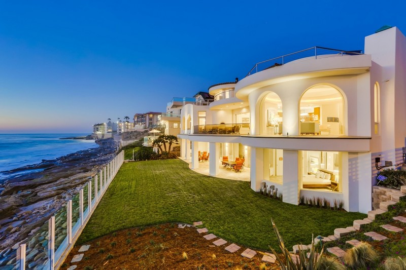Few homes in La Jolla truly achieve the elegance and luxury of $26,588,000 Vista Del Mar.