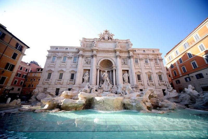 Fontana di Trevi Rome for Fendi90years