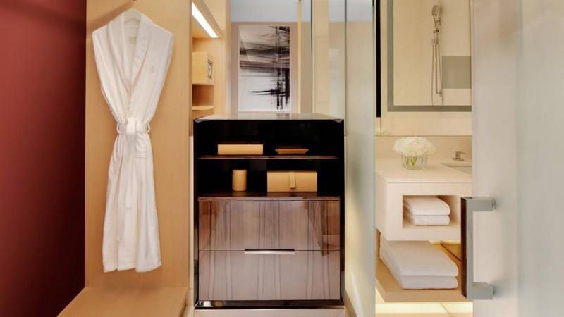 Four Seasons Hotel Dubai International Financial Centre--guestroom bathroom
