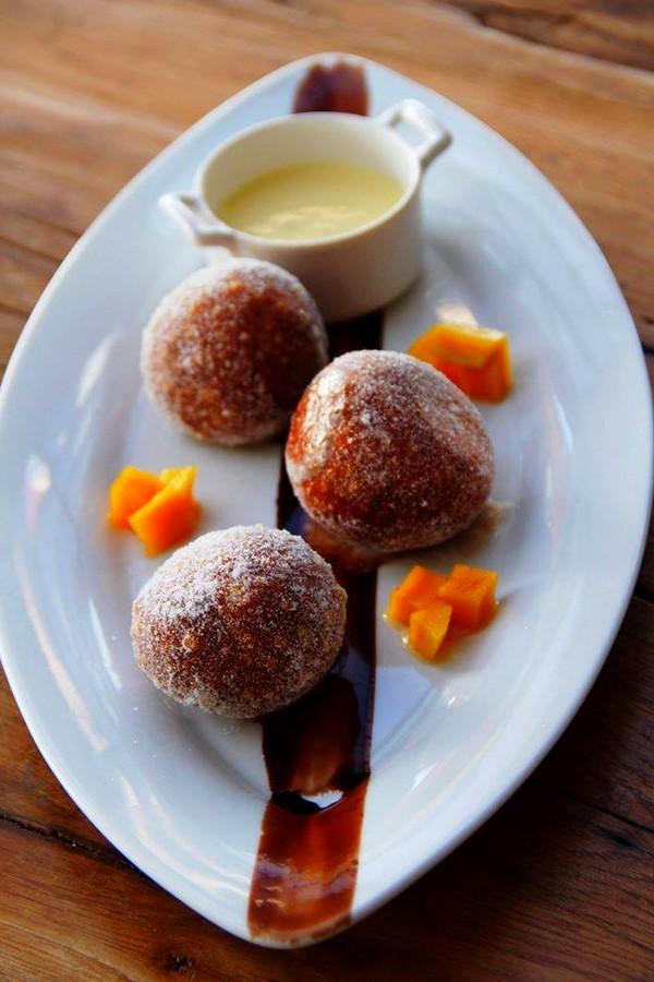 Four Seasons Resort Lanai-desserts