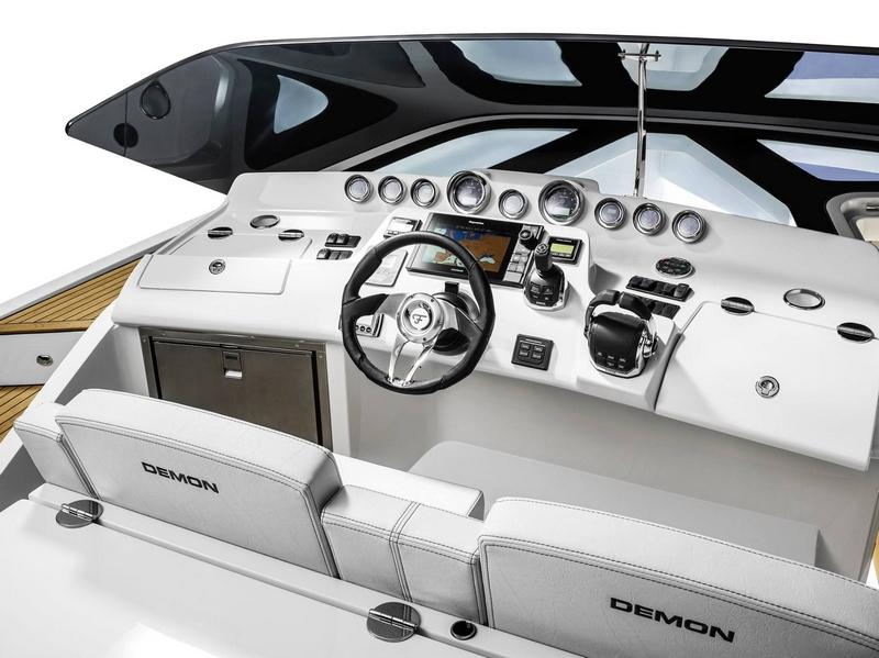 Frauscher 1414 Demon cockpit