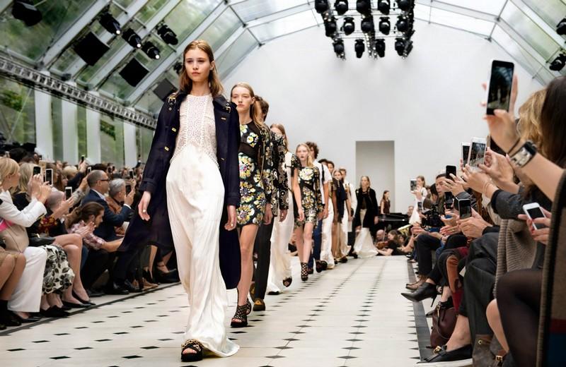 Functionregalia 2015 - Burberry's Womenswear Spring - Summer 2016-