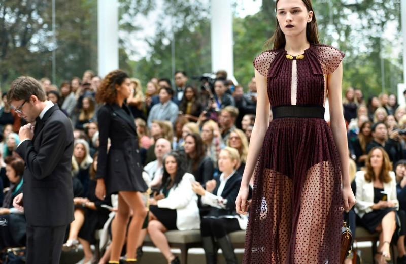 Functionregalia 2015 - Burberry's Womenswear Spring - Summer 2016-003