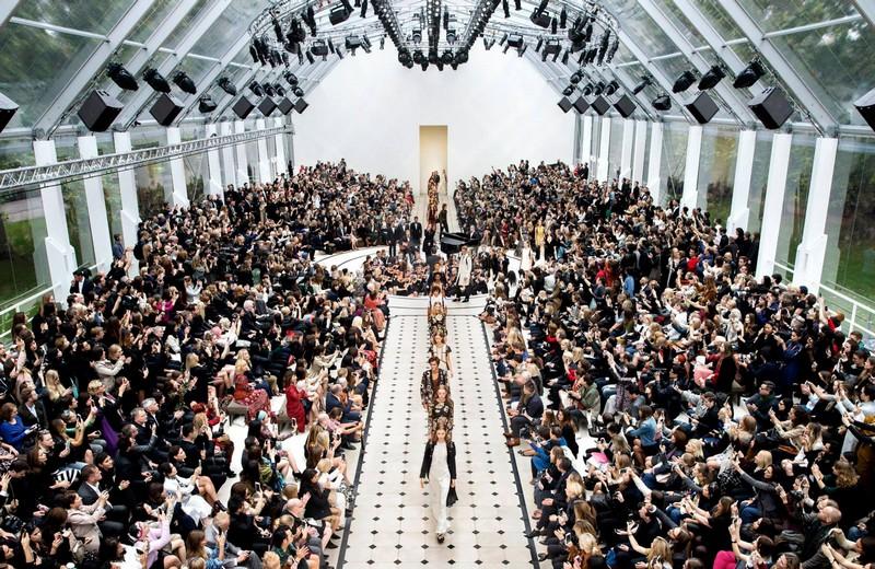 Functionregalia 2015 - Burberry's Womenswear Spring - Summer 2016-005