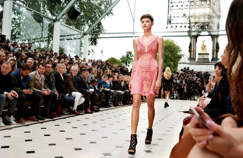 Functionregalia 2015 - Burberry's Womenswear Spring - Summer 2016-008
