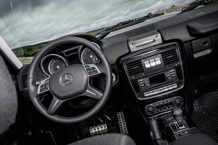G 350 d Professional -modern dashboard and multifunction steering wheel