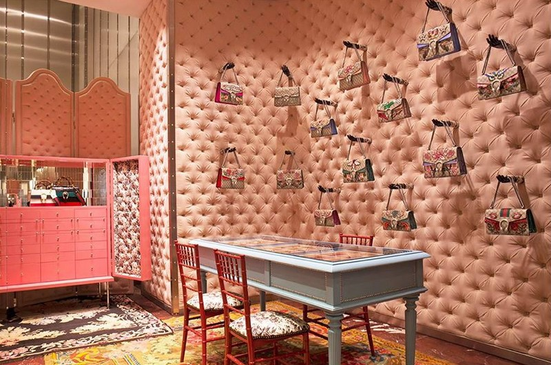 Gucci DIY service in the Gucci Milan Montenapoleone store-Customers can also design their own Gucci Dionysus bag