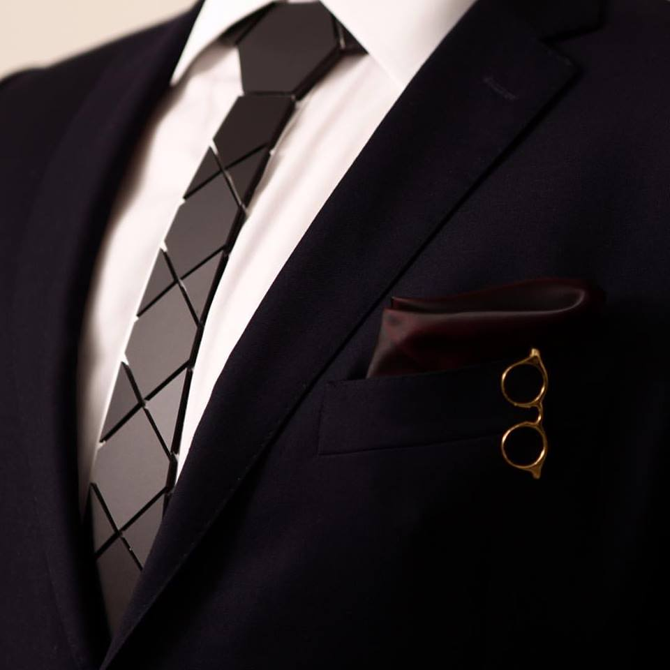 HEX TIE HEATHROW & HEX LONDON B -18k Gold Garment Clip
