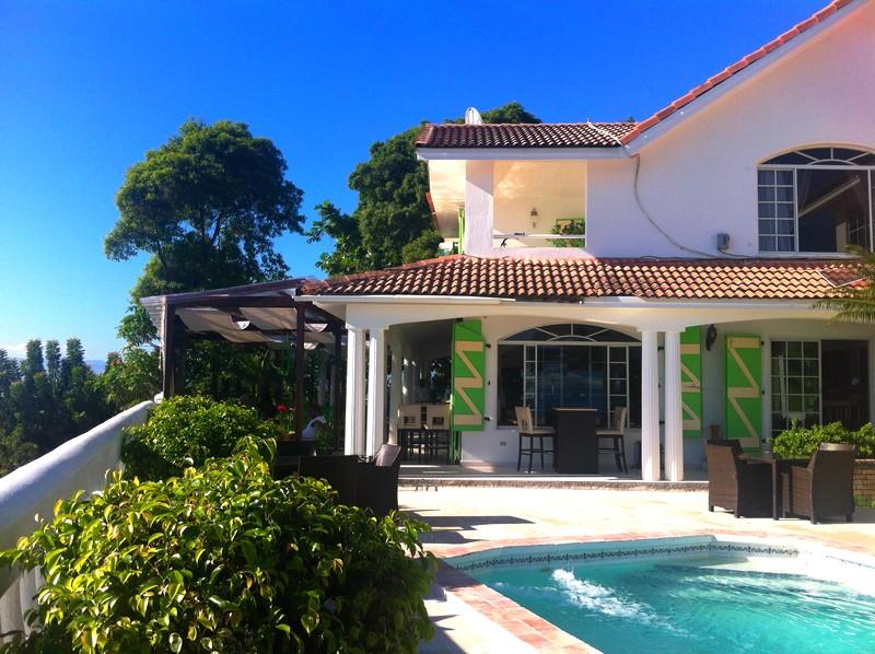 HaitiHabitation_Jouissaint-by the pool