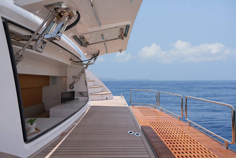 Horizon E88 motoryacht-
