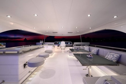 Horizon Yachts debuted the E88 open bridge motoryacht