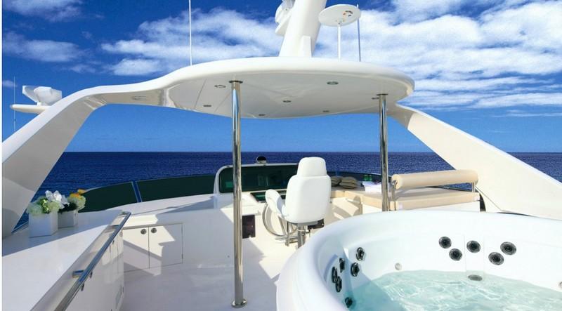 Horizon P110 yacht-int
