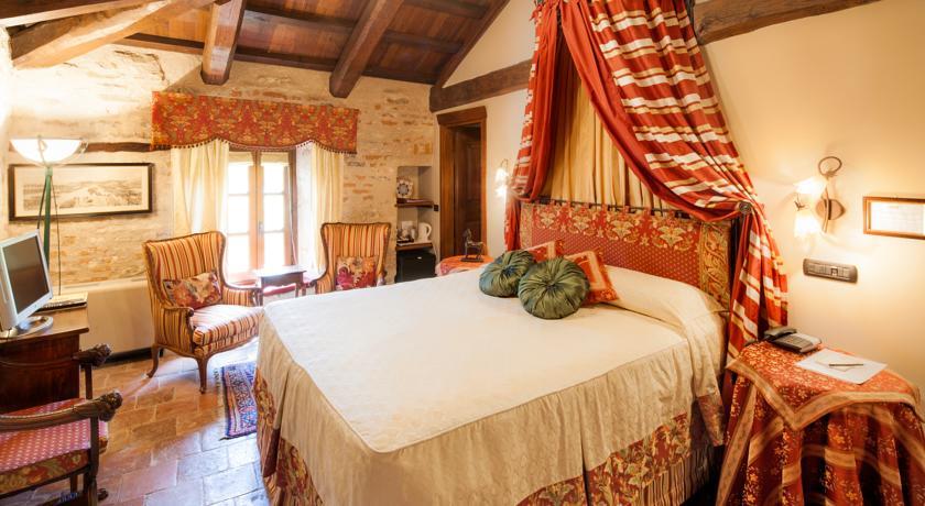 Hotel Castello di Sinio – Sinio, Italy-