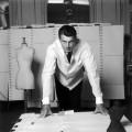 Hubert de Givenchy, 1960. Fotografía de Robert Doisneau