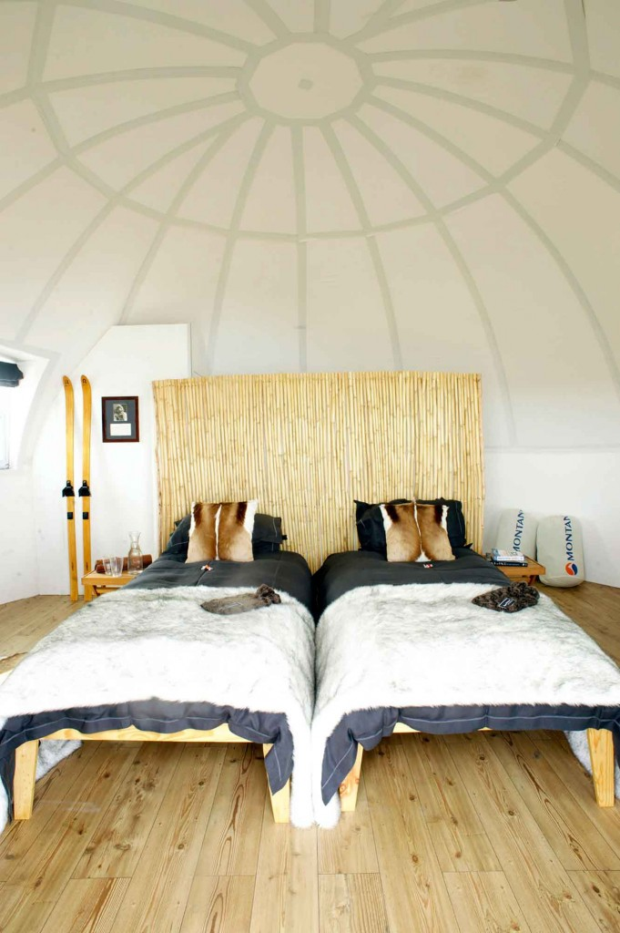inside-the-sleeping-pod-whichaway-camp-in-antarctica