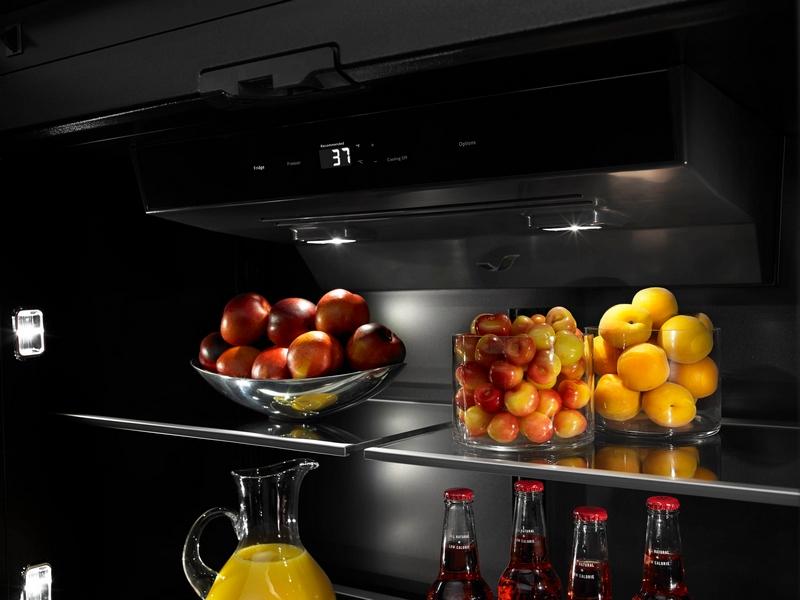Jenn-Air refrigerator with Obsidian interior-2015-00