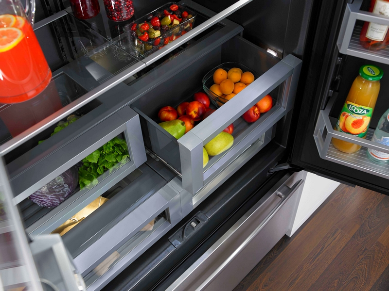 Jenn-Air refrigerator with Obsidian interior-2015-001