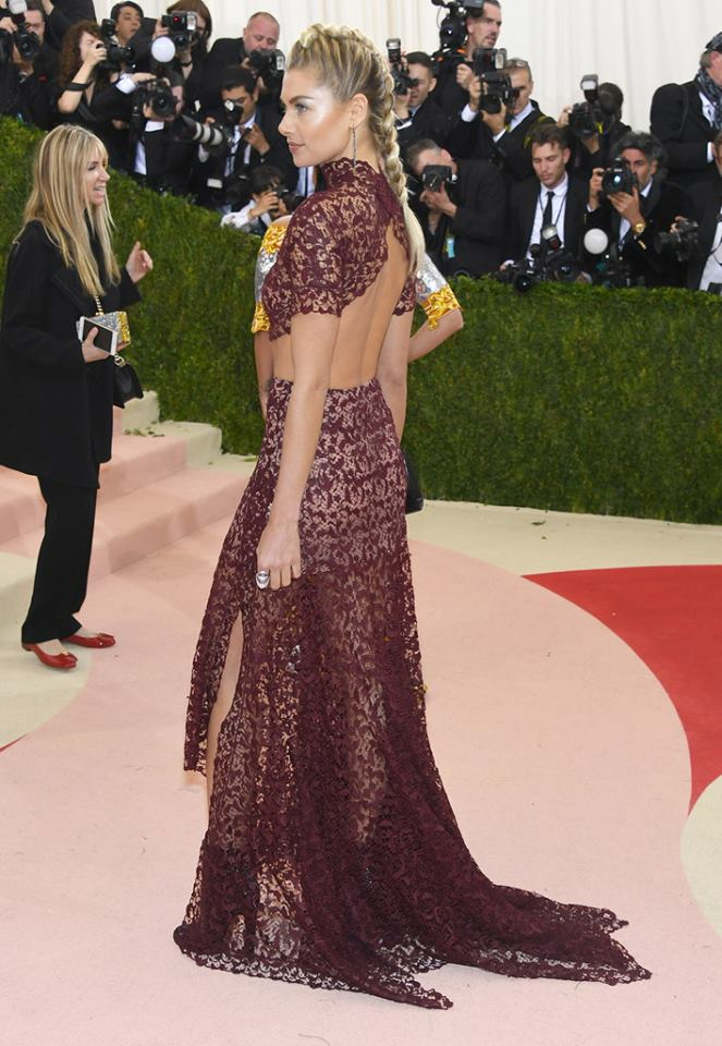 Jessica Hart wearing a Mattia Cielo ring to the 'Manus x Machina Fashion In An Age Of Technology Costume Institute Gala at Metropolitan Museum
