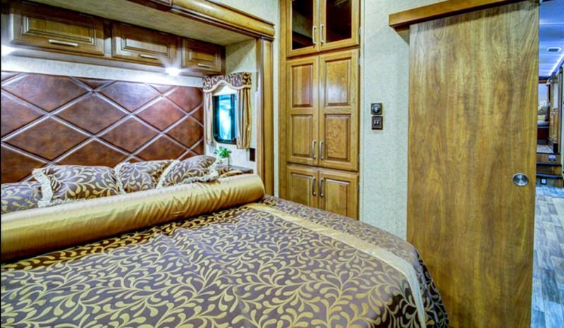 Keystone Montana 3820FK-interior-