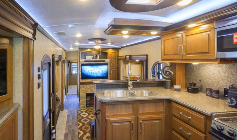 Keystone Montana 3820FK-interior