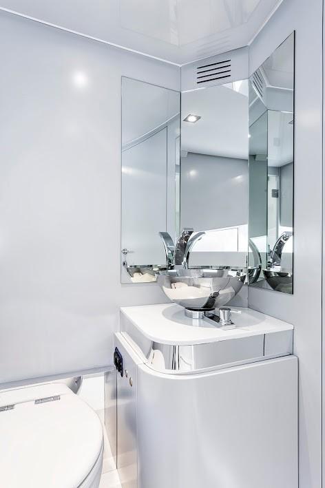 Kifaru Baby Yacht 2015 model - interior bathroom