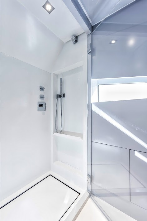 Kifaru Baby Yacht 2015 model - interior shower