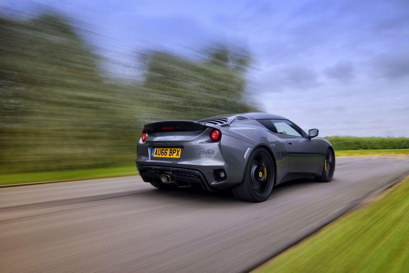 lotus-evora-sport-410-on-the-road