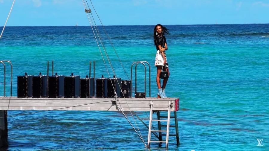 Louis Vuitton Sprit of Travel 2015-video caption - 2luxury2 com-