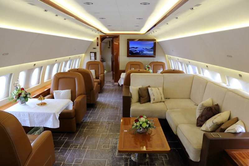 lounge-and-dining-area-of-the-airbus-acj319-for-mozartfriends