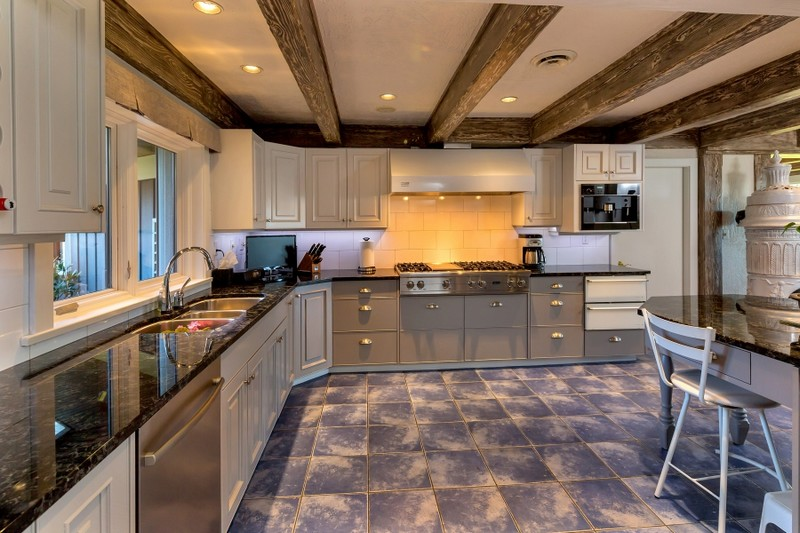 Luxury Victoria Property 3195 Humber Rd Engel & Volkers - 2016 kitchen