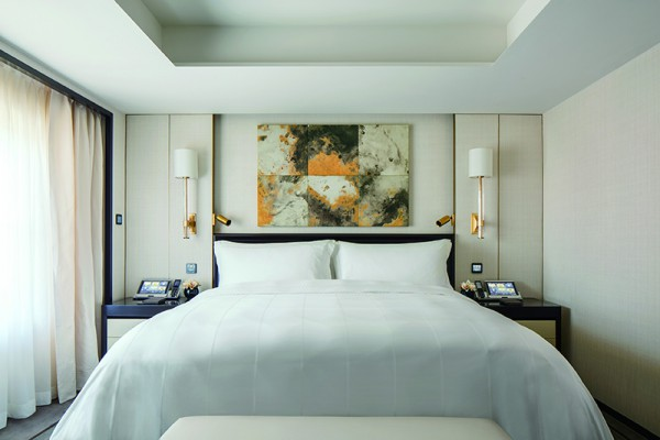 Luxury hotels 2016 - Peninsula-Beijing-revamped-master bedroom