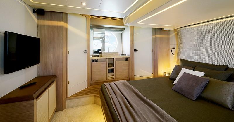 MC6-beneteau-gamma-monte-carlo-interior