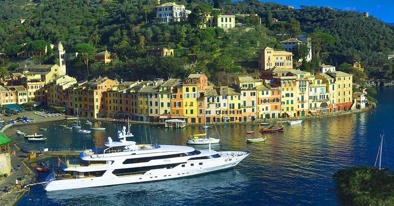 MY The Wellesley is a 56m super yacht extending The Wellesley Hotel's service and style to sea