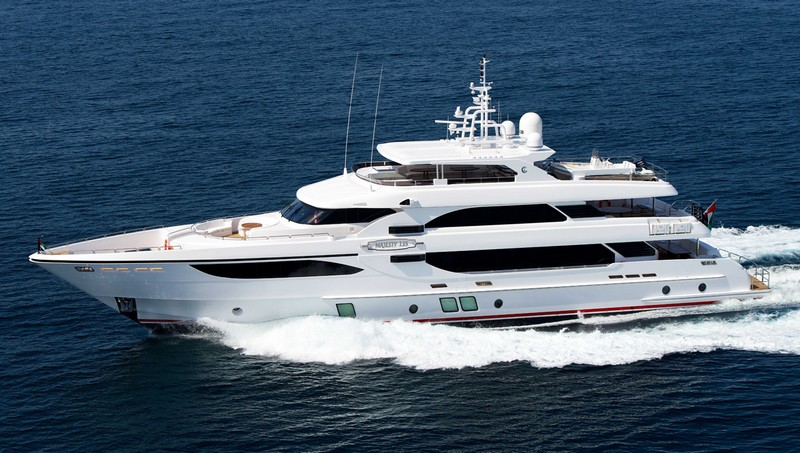 Majesty 135 yacht
