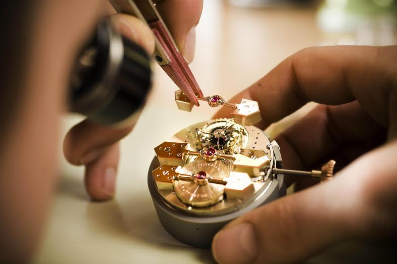 Manufacturing an luxury watch