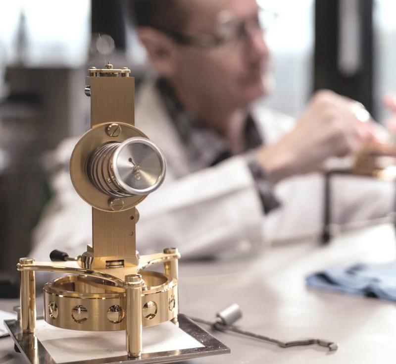 marc-newson-jaeger-lecoultre-atmos-clock-the-designers-secret-signature
