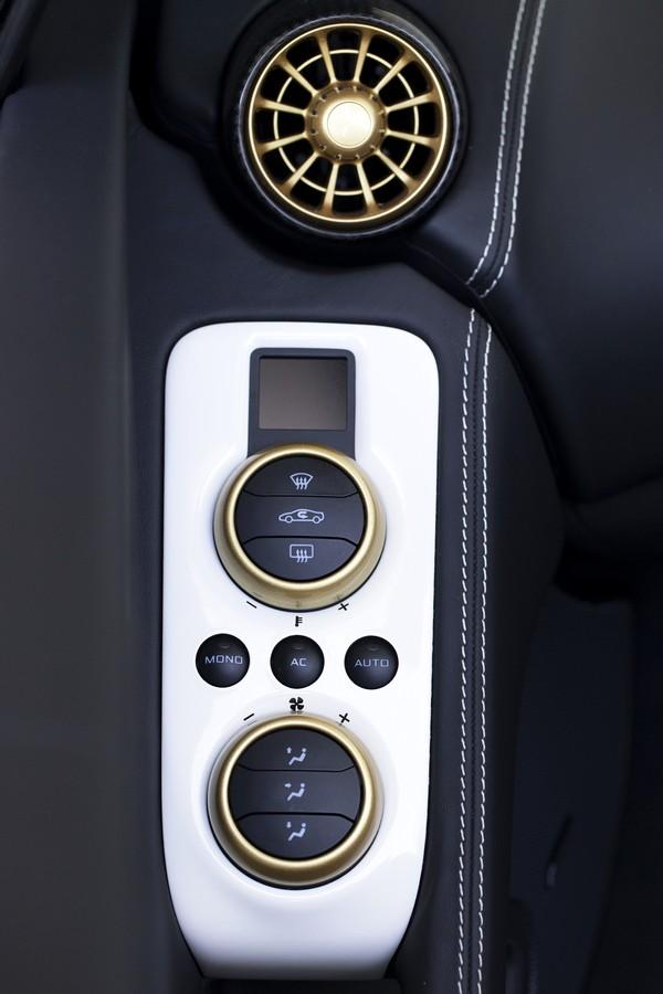 McLaren 650s - Sahara - int 2
