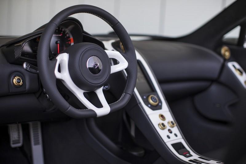 McLaren 650s - Sahara int
