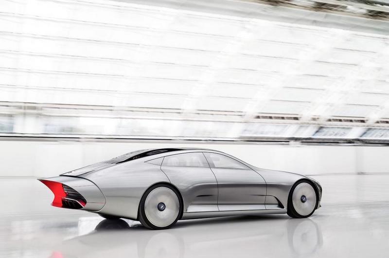 Mercedes-Benz Concept IAA with extendable body
