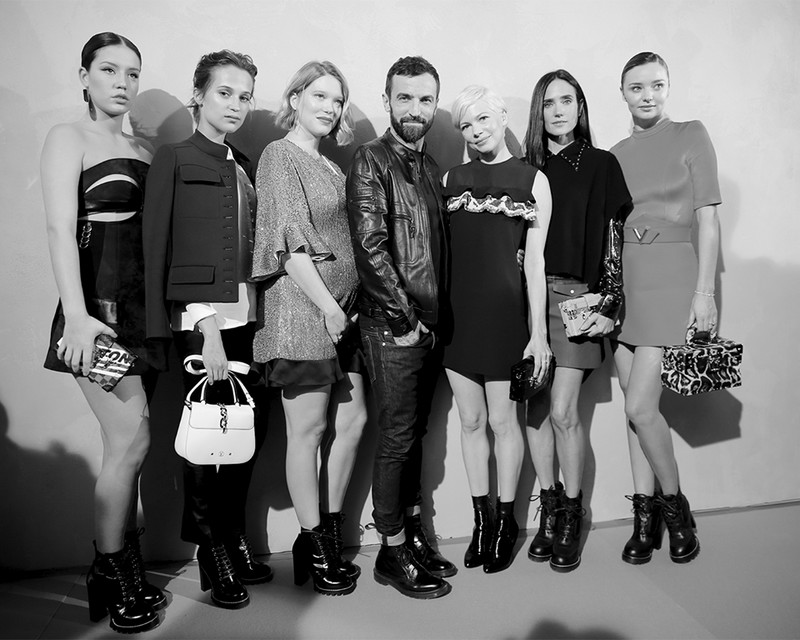 nicolas-ghesquiere-with-adele-exarchopoulos-alicia-vikander-lea-seydoux-michelle-williams-jennifer-connelly-and-miranda-kerr-backstage-at-the-louis-vuitton-spring-summer-2017-fashion