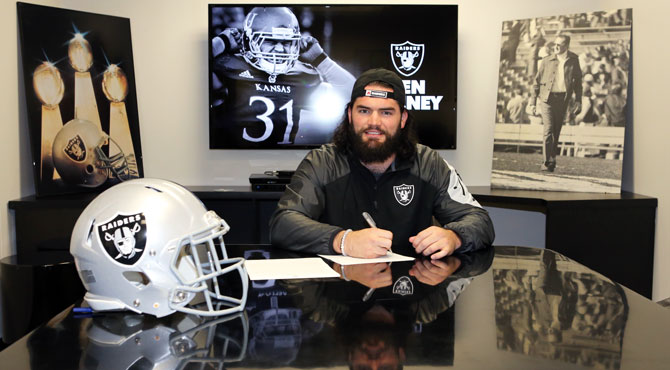 Oakland Rivers Raiders LB Ben Heeney-